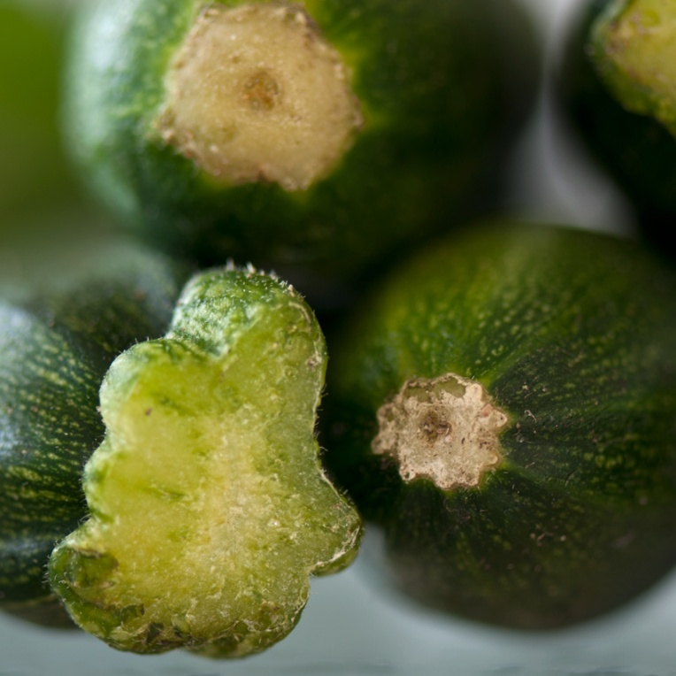 01_Green-courgettes