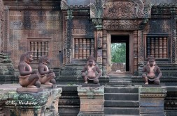 Hanuman and the monkey soldiers, Banteay Srei.