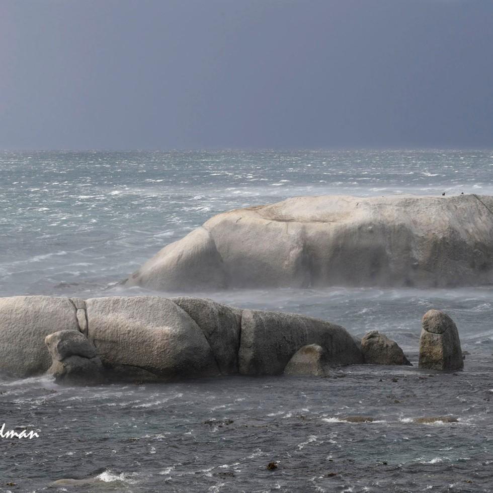 Galeforce winds race across False Bay